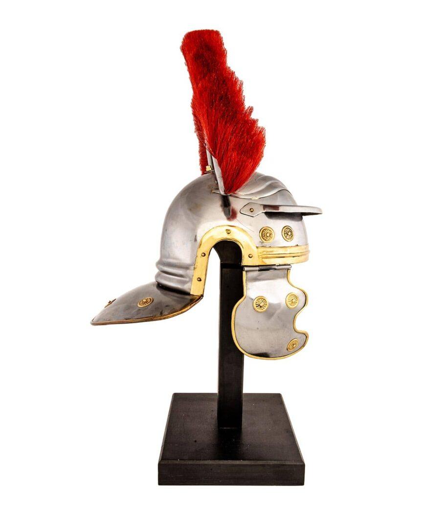 Offiziershelm der Römer mit rotem Helmbusch