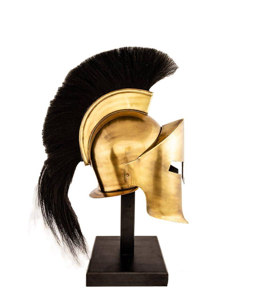 Helm der Korinther mit schwarzer Helmbusch von der Seite.