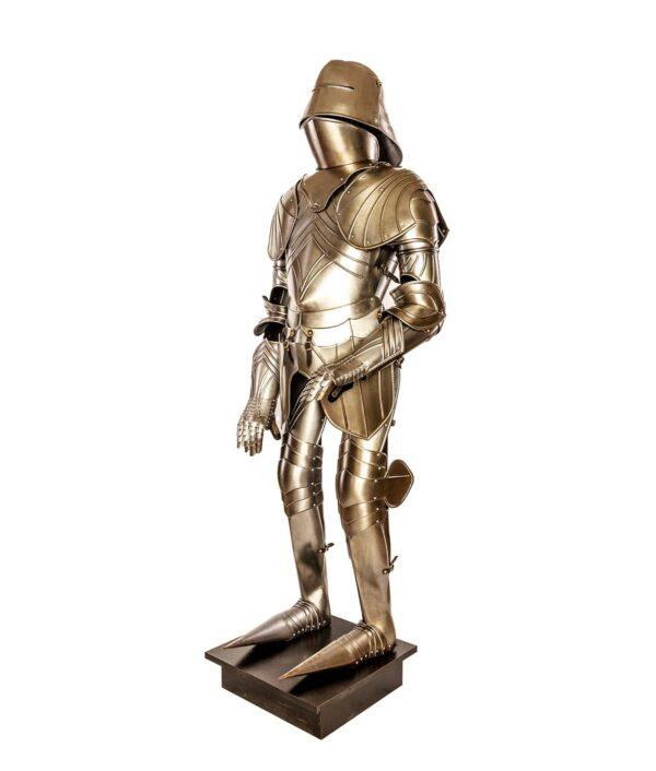 Gesamtansicht der Gotischen Rüstung der Waffenkammer Rothenburg