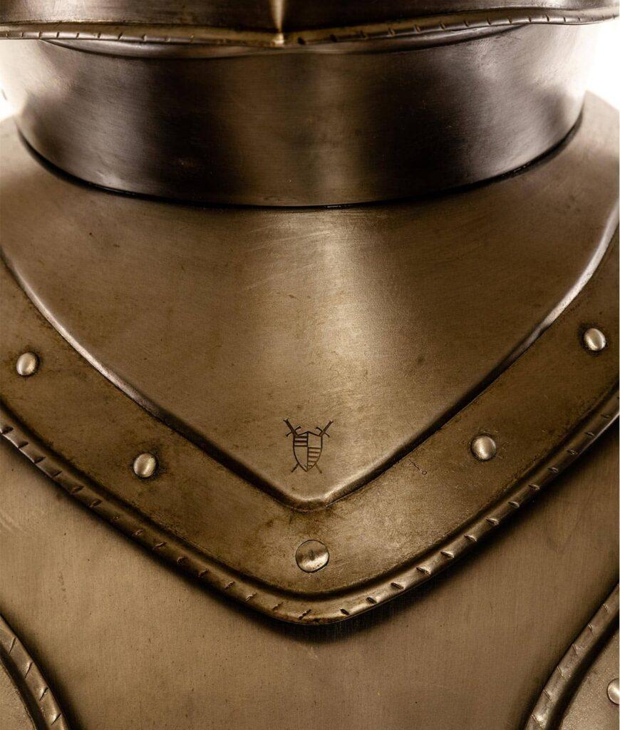 Das Waffenkammer Rothenburg Schlagzeichen im Schaller Helm der Rothenburg Rüstung
