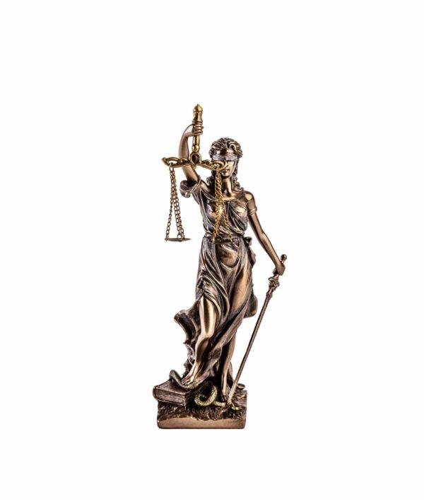 Kleine Justitia mit Schwert und Waage von Vorne