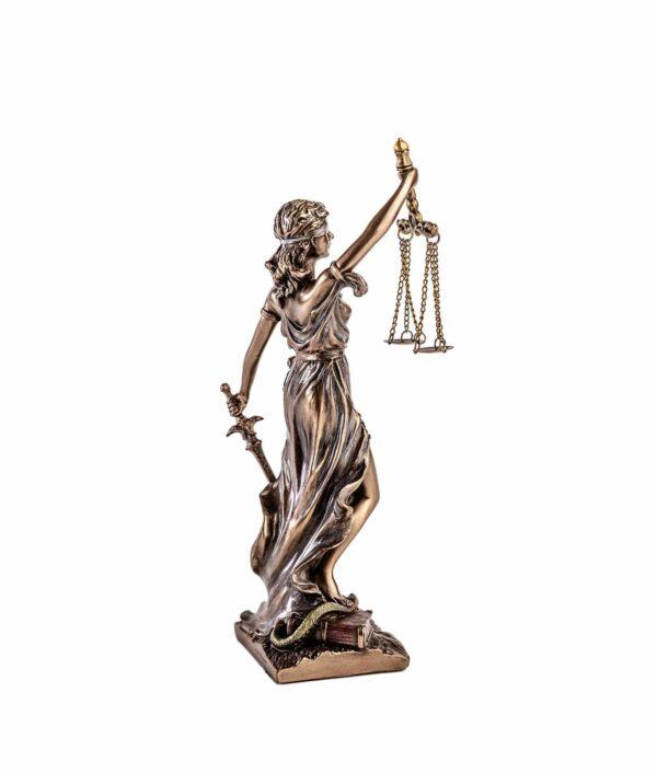 Justitia mit Schwert und Waage in Klein von Hinten