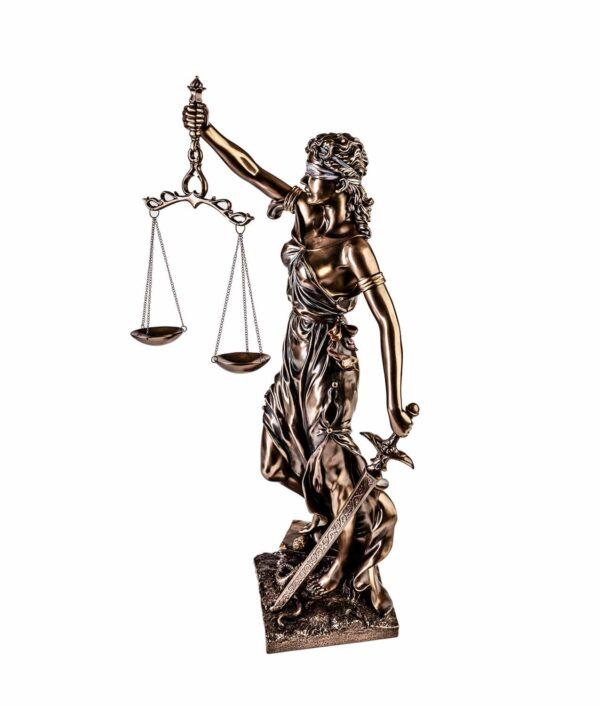 Justitia bronziert mit Waage und Schwert seitlich