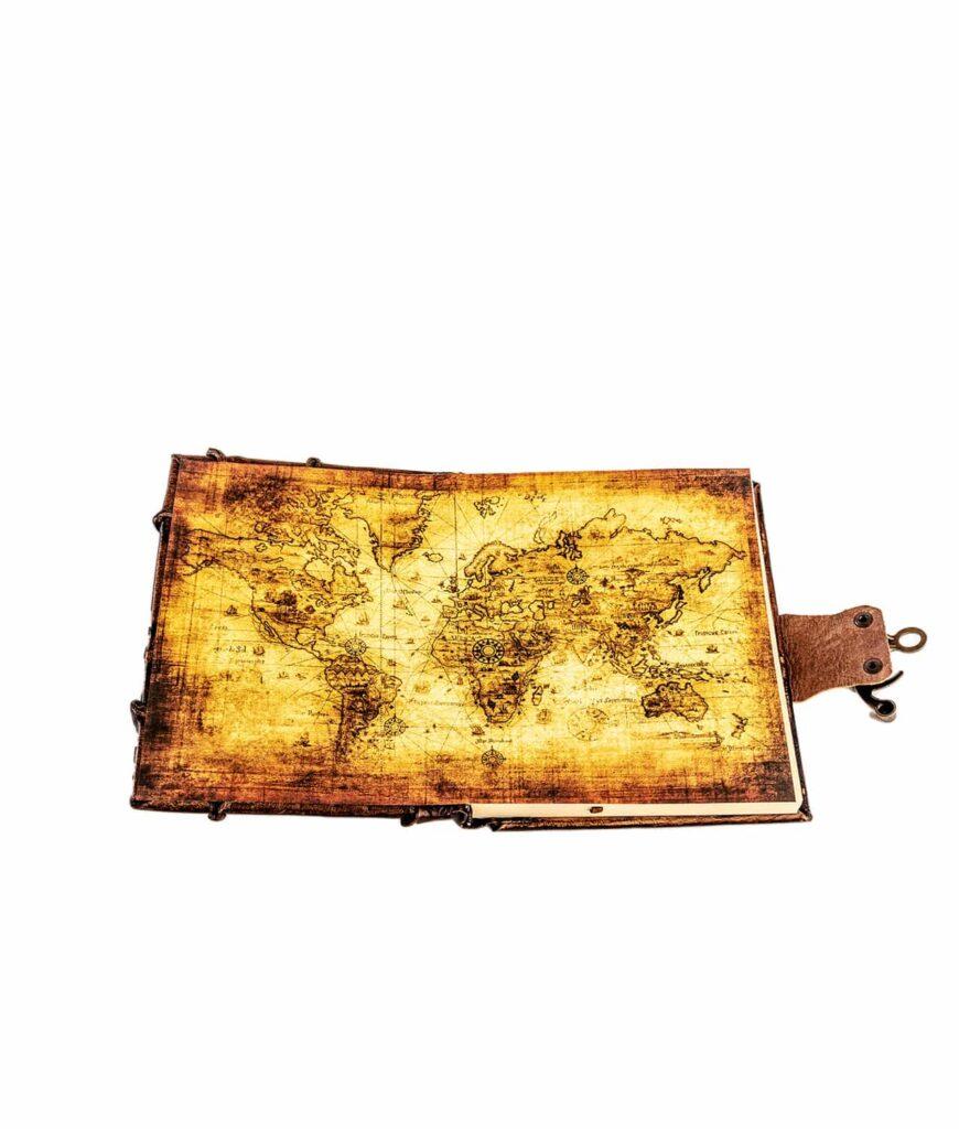 Antike Weltkarte im Lederbuch.
