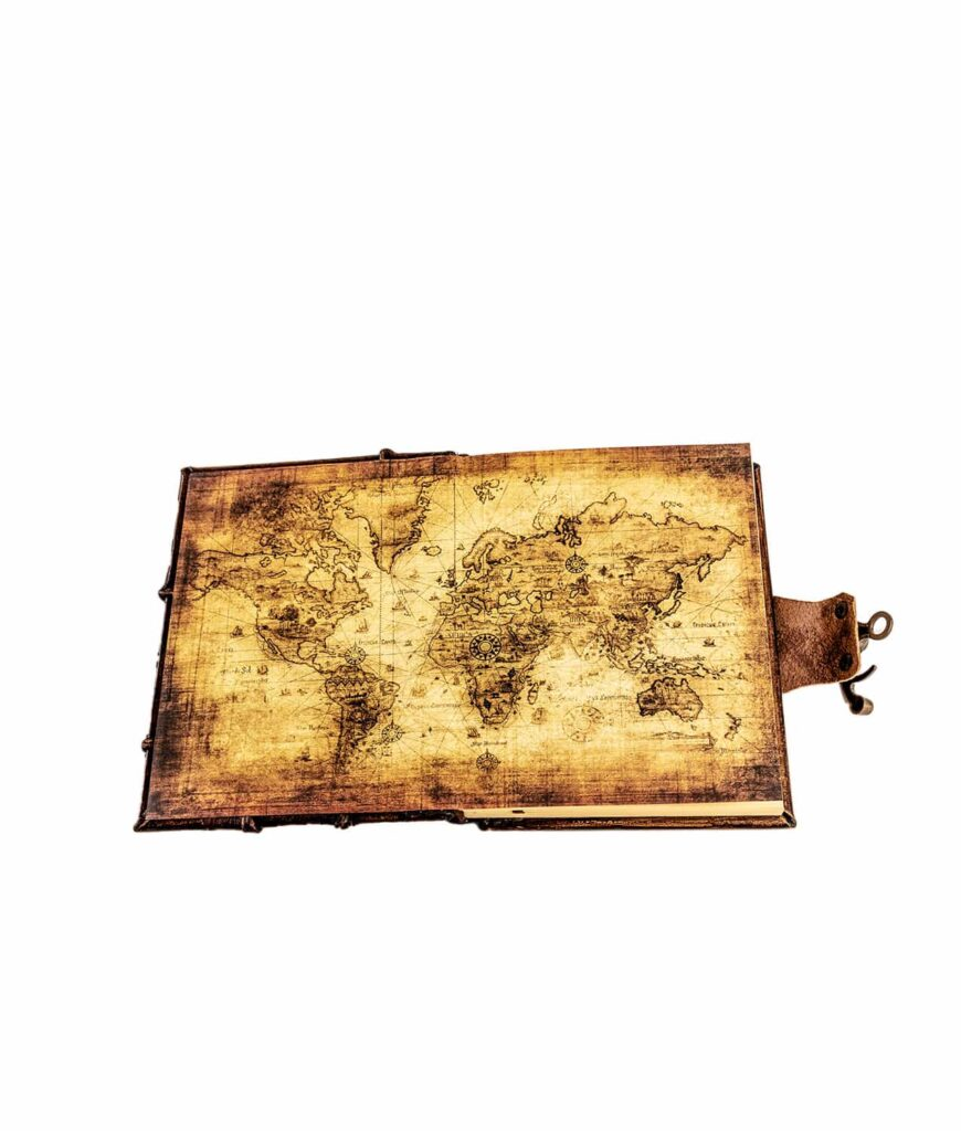 Geöffnetes Notizbuch mit world Map.