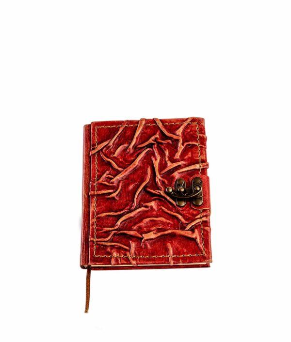 Rotes Lederbuch geschlossen.