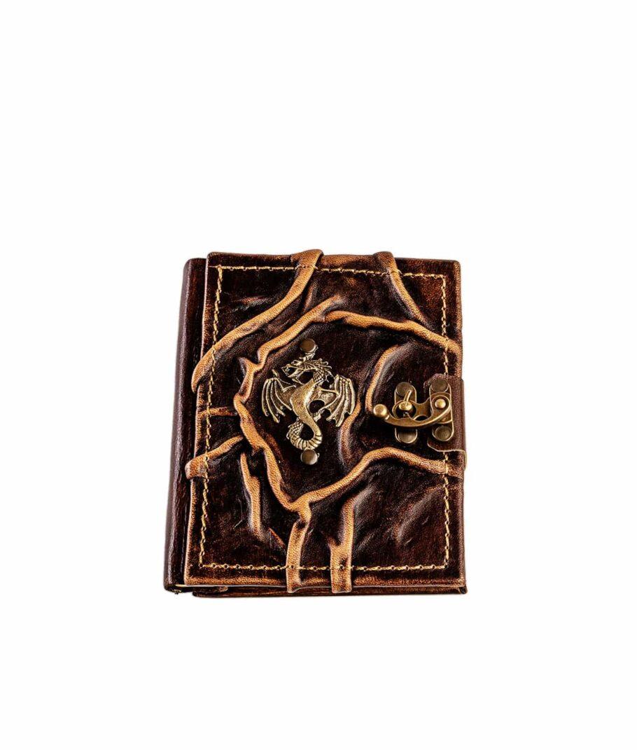 Lederbuch mit Drachen-Motiv.