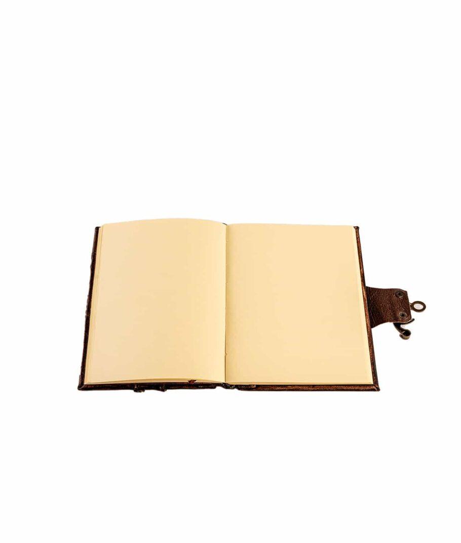 Unliniertes Lederbuch.