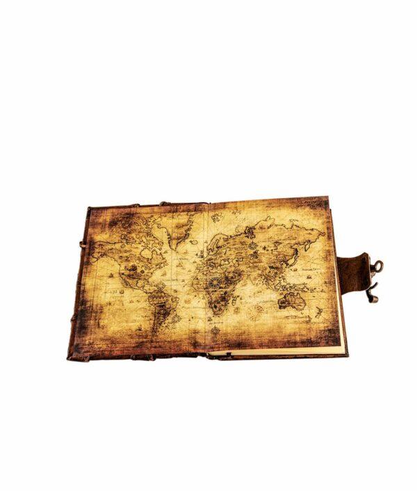 Weltkarte in Lederbuch Einband.