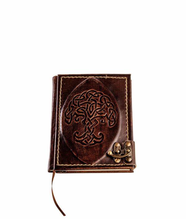 Kleines Lederbuch mit geprägtem Baum.