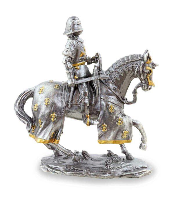 Deutscher Zinnritter auf Pferd mit Axt frontal