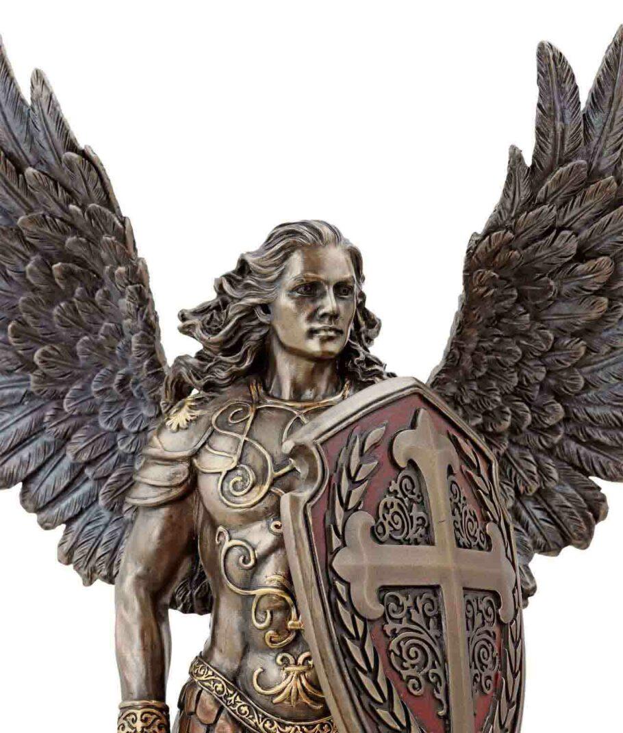 Erzengel Michael mit Schwert und Schild Gesicht