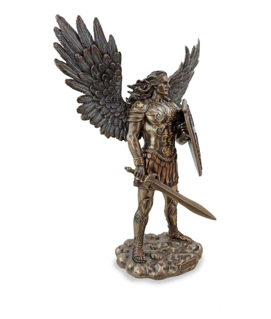 Erzengel Michael mit Schwert und Schild rechte Seite