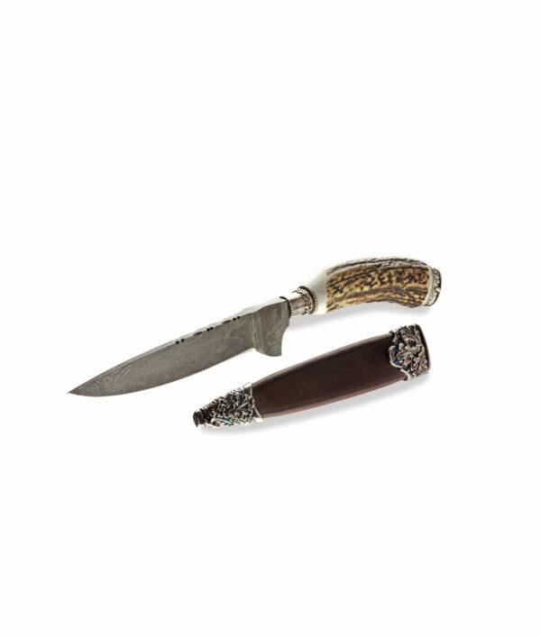Das Hartkopf Stilett Damast Hirschhorn wird mit Lederscheide geliefert.