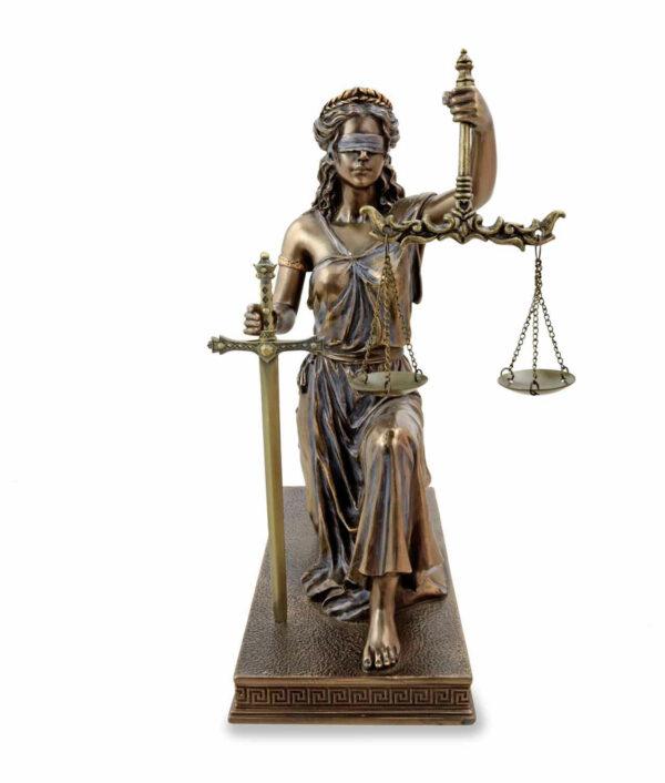 Justitia knied mit Waage und Schwert bronziert