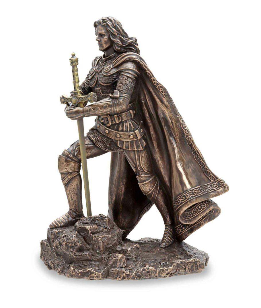 König Arthus zieht Excalibur aus dem Stein - Von links