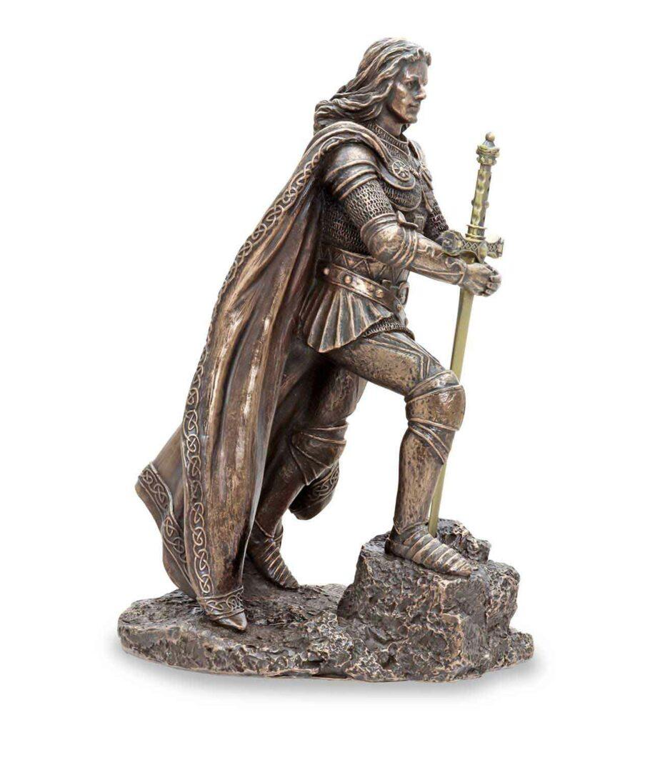 König Arthus zieht Excalibur aus dem Stein - Von rechts