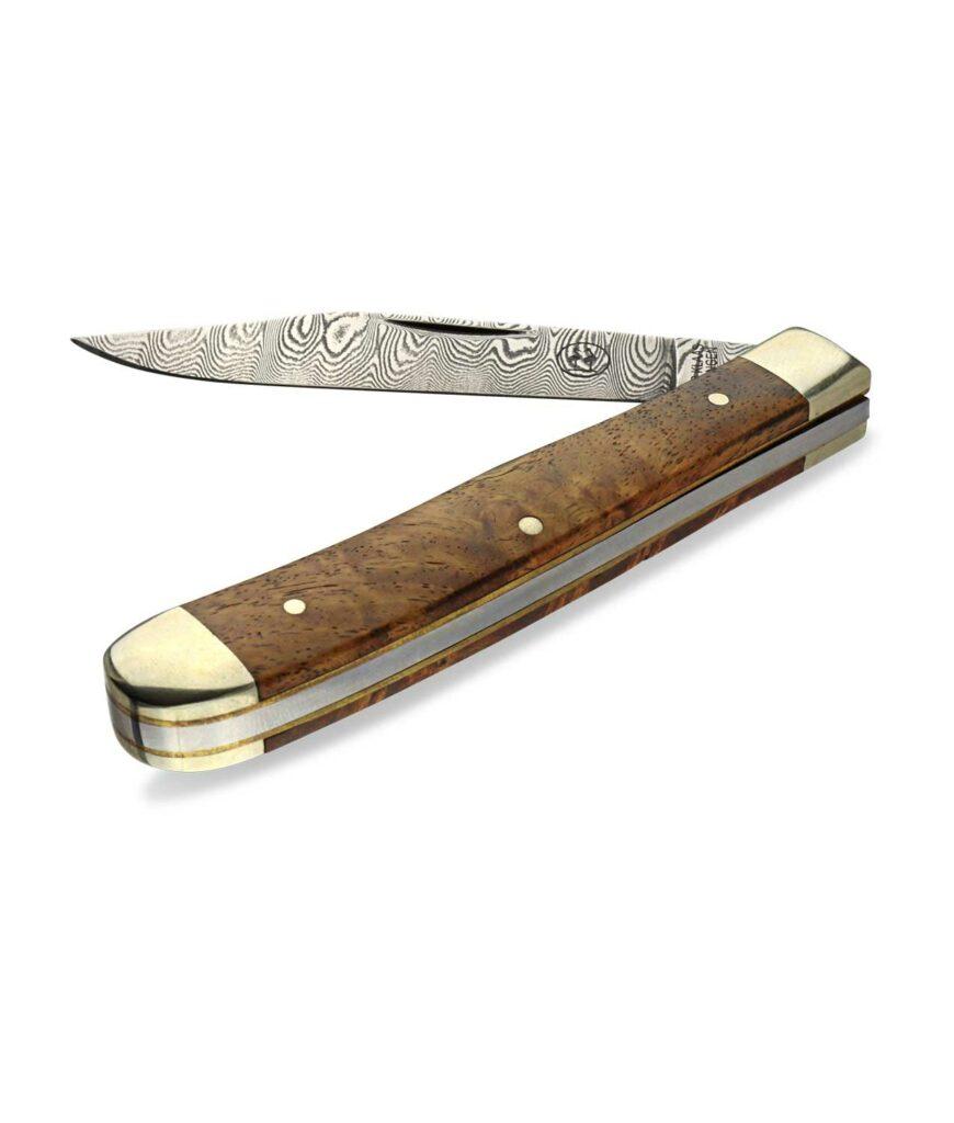 Das Robert Klaas Damasttaschenmesser mit Ambuina Griff und Damastklinge halbgeöffnet