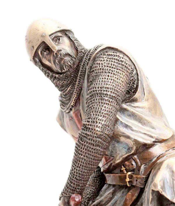 Gesicht der Bronzefigur Tempelritter verteidigt sich