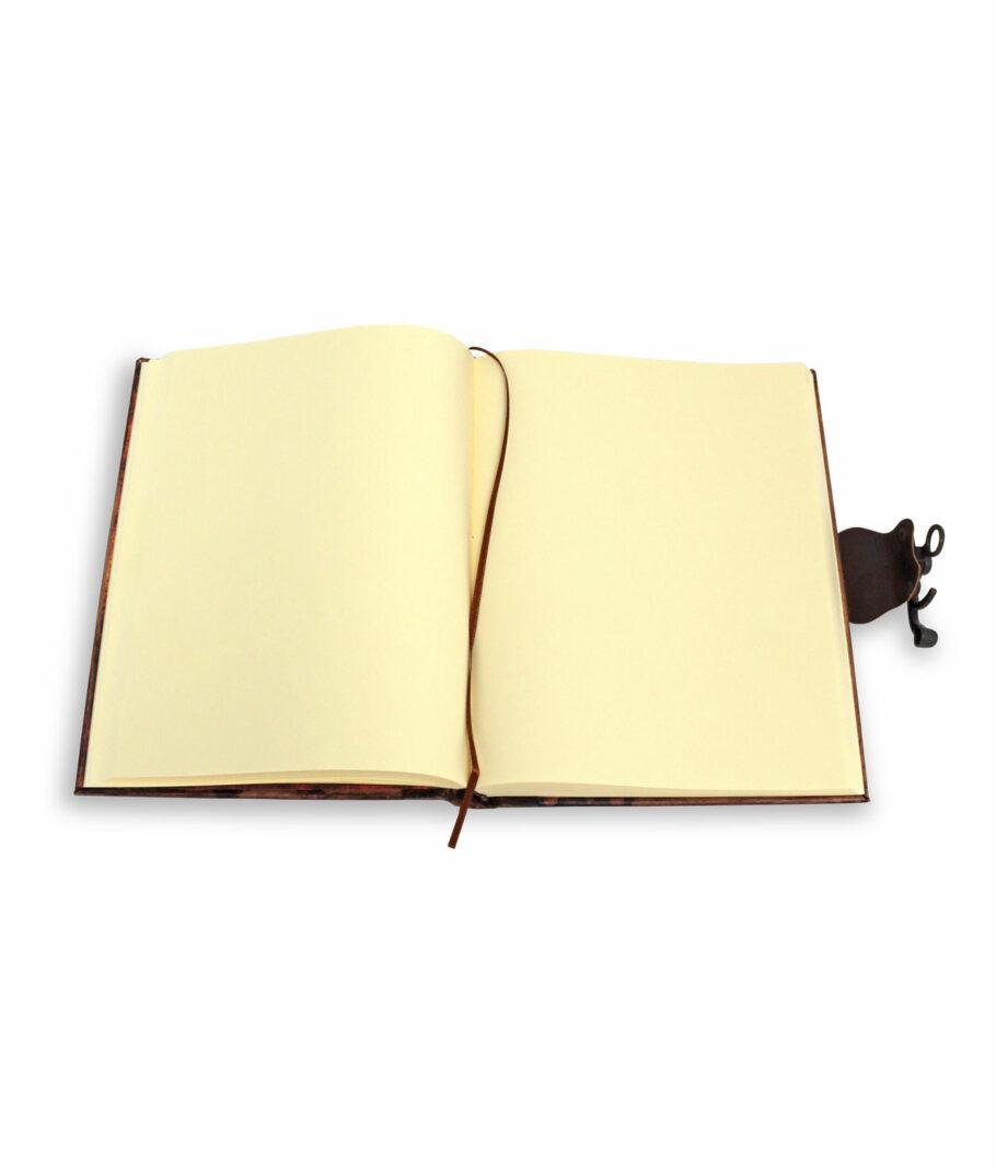 Das große Leder-, Notiz und Tagebuch aufgeschlagen
