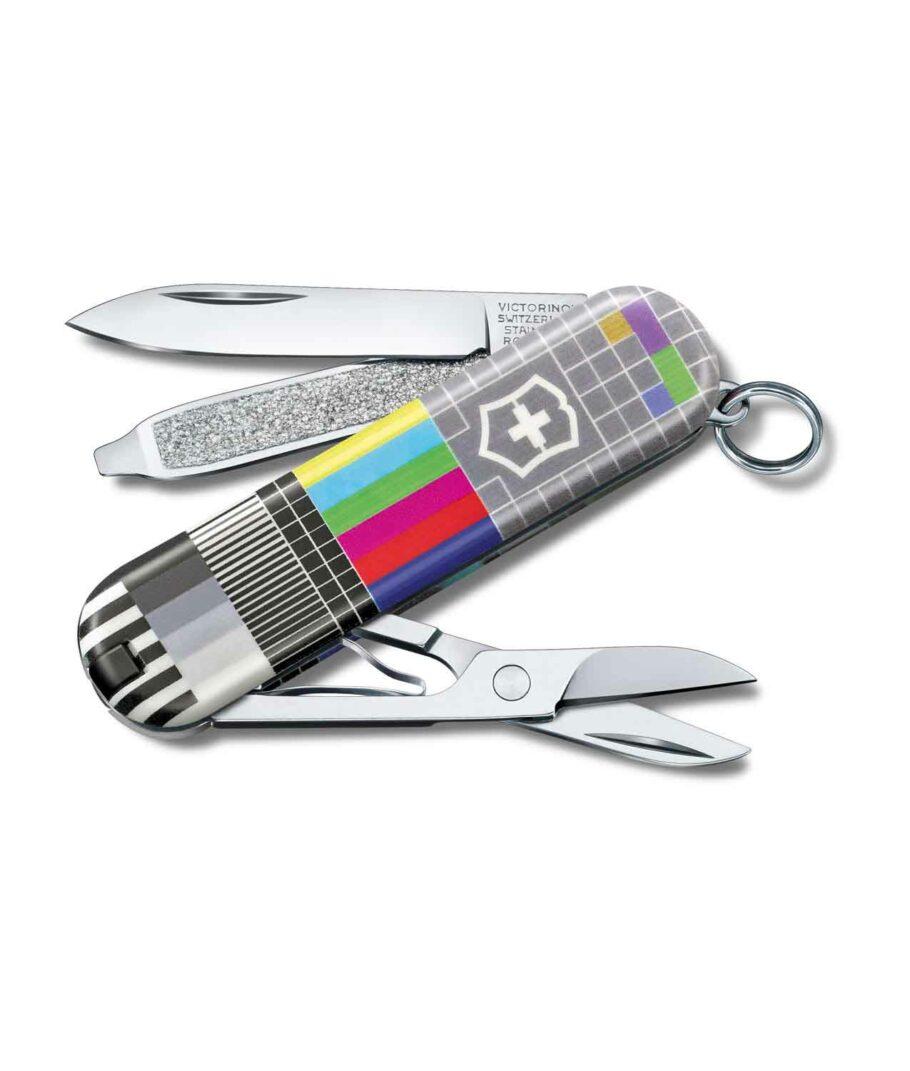 Victorinox Classic Limited Edition 2021 Retro TV geöffnet